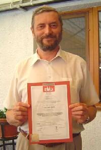 Mikuláš Szapu st. s certifikátem ISO